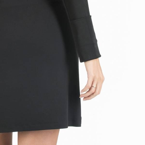 Dettaglio Abito multiuso: è l'abito essenziale passe-partout nel guardaroba di ogni donna #essential. Un solo abito, tante proposte di stile tutto made in Italy. L'abito è inserito in un elegante pochette multiuso dello stesso tessuto. Ideale da mettere in valigia per viaggi di lavoro o in vacanza. #WearEssential #7in1 #Moda