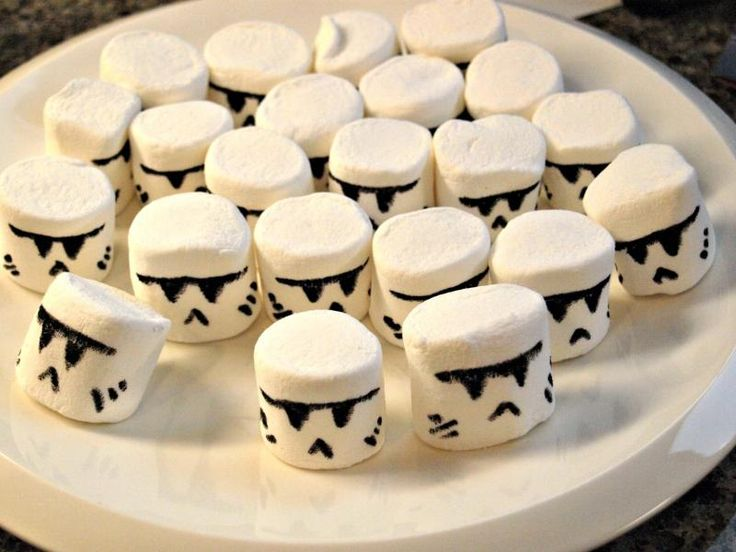 The Easiest Way To Make Clone and Storm Trooper Cupcakes :: YummyMummyClub.ca