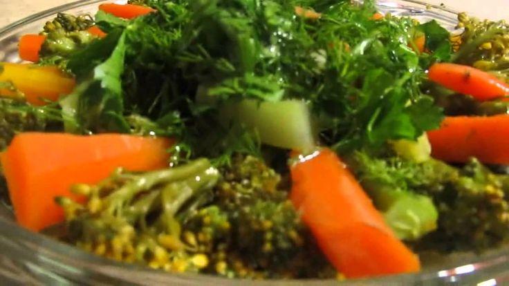 Как приготовить вкусный и полезный салат из брокколи и морковки.
