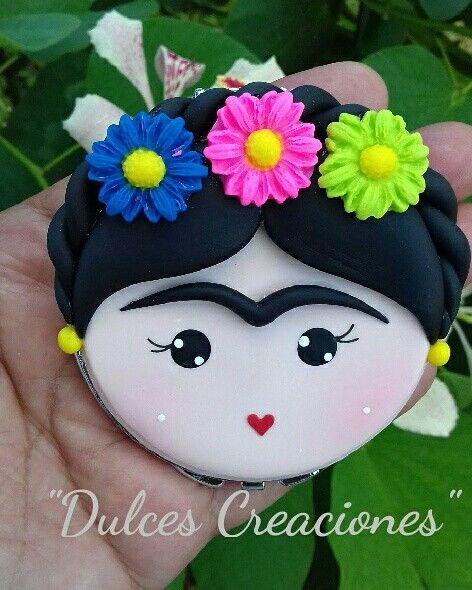 Frida Kahlo. Espejo Decorado. Pasta flexible,porcelana fria,polymerclay.