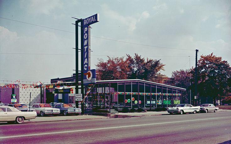 1962-pontiac-catalina-royal-bobcat-dealer-lot.