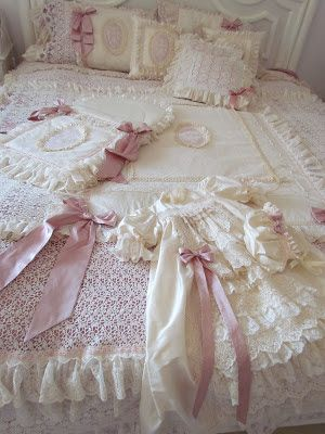 This week I was busy making a bedroom set   to welcome a new baby girl.         These are still my favorite colours, Ivory and rose.   Lac...