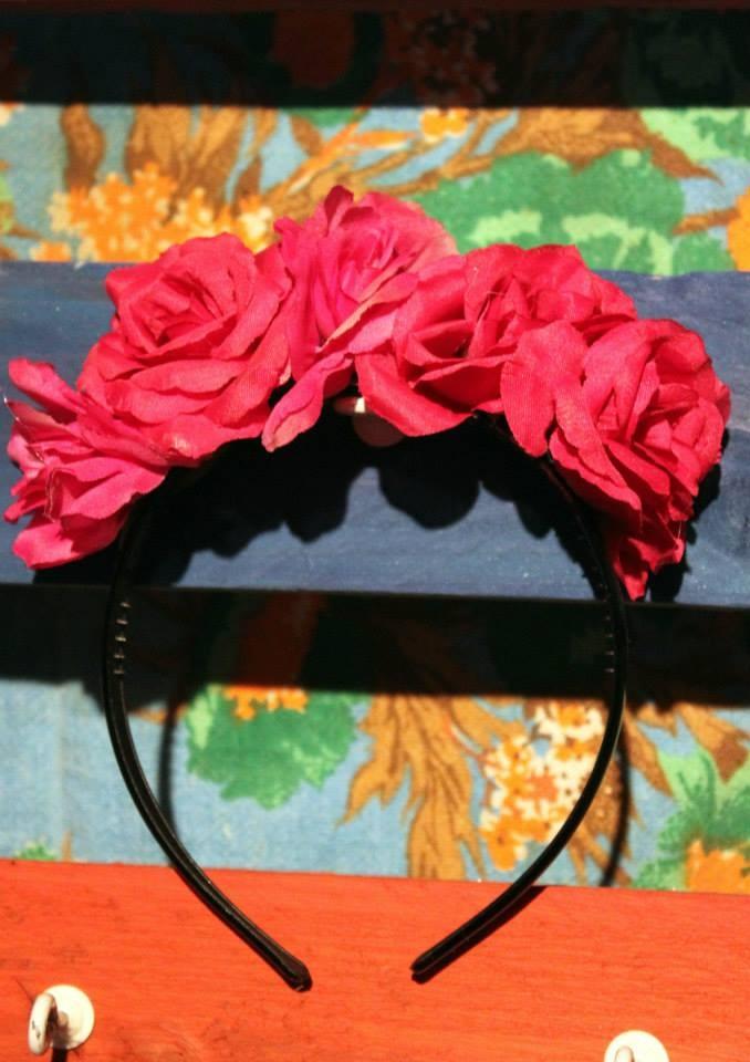 Inspired by Frida Khalo, vinchas con flores  www.facebook.com/accesorioscoronada