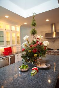 christmas decorations for kitchen island home decorating ideas - How To Decorate Your Kitchen Island For Christmas