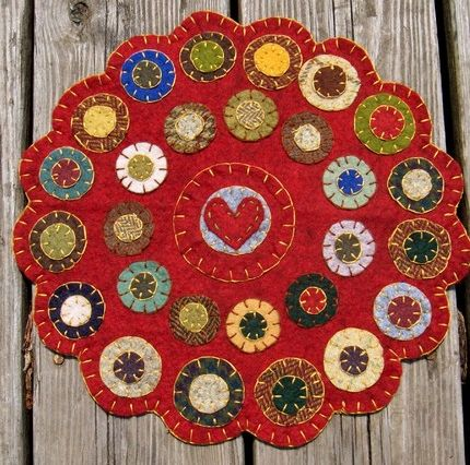 Habitmade Studios Primitive Collection   Penny Rugs, Candle Mats and Whimsical Folk Art Christmas Ornaments