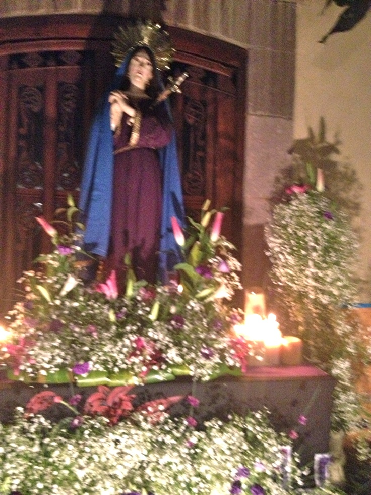 Viernes de Dolores, Friday of Our Lady of Sorrows statue