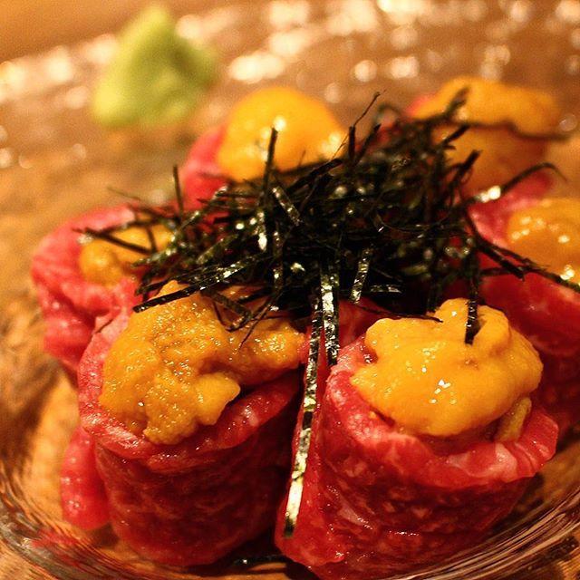 . #生ウニの肉巻き . こちらは焼きません。 . 生でいただきます。 . 最高に美味しいです。 . #肉フェス#食テロ#料理写真#肉祭り#肉好き#肉大好き#肉好き女子#食べログ#肉#美味#赤身肉#肉厚#グルメ #新宿グルメ #肉スタグラム #肉テロ #焼肉 #肉グルメ #niku #yakiniku #生ウニ #生肉 #うにく #うに #海の幸