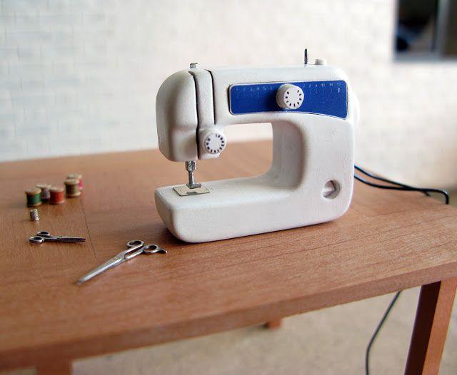 MitchyMooMiniatures: 30 somethings #2 - Modern sewing machine - sooo ingenious!!¨