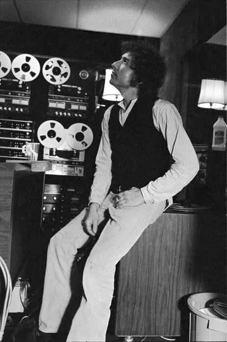 Bob Dylan in New York City, 1975. Photo by Lynn Goldsmith.