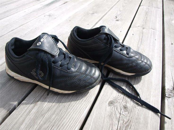 Fotbollsskor från Soc (grus/gräs) stl 30 på Tradera. Fotbollsskor