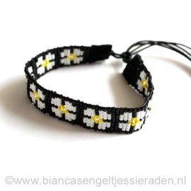 Indian Lucky Armband Big Flower Power http://www.biancasengeltjessieraden.nl/c-2266809/indian-lucky-armband/