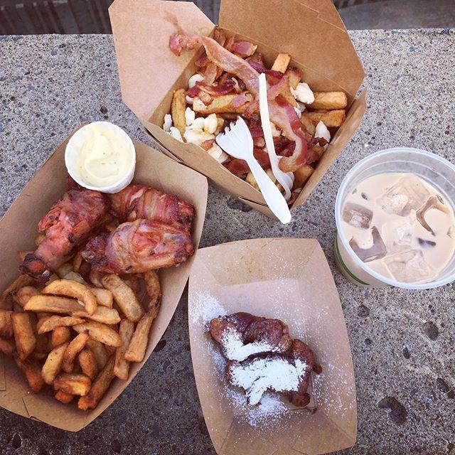 Camion: Bacon Truck/Das Food Truck    Spécialité: le bacon  À essayer: toute. (en particulier les ailes de poulet enrobée de bacon)