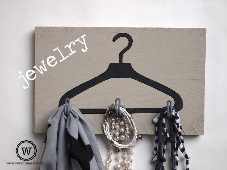 #kapstok voor het opbergen van je #sjaals en #sieraden. Stoere #opberger die je helemaal naar wens samenstelt.