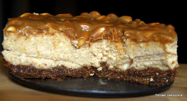 Ciasto Snickers z kaszy jaglanej. Bez pieczenia, bez mąki, bez jajek i nabiału!