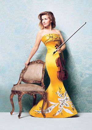 Anne-Sophie Mutter. Interview: http://www.violinist.com/blog/laurie/200810/9189/