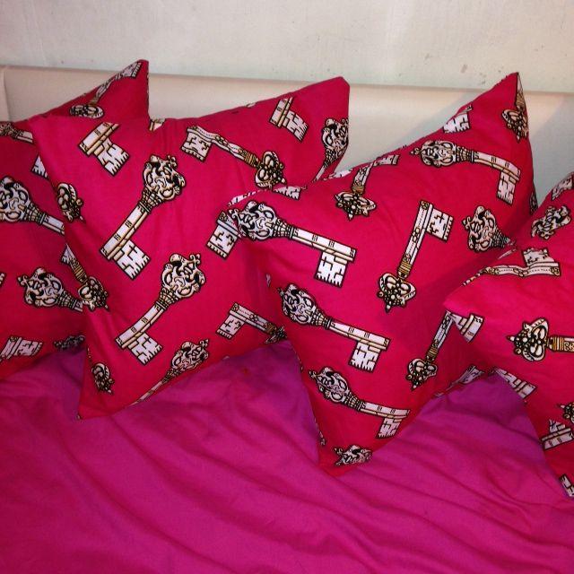 Think Pink @ www.etsy.com/uk/shop/HadiyahEsmie #Think #Pink #Love #HadiyahEsmie #CushionCovers #Africa #Ankara #WaxPrint #AfricanPrint #Home #Homedecor #Life #Keys #Pillows #Pillowcases #Interior #Inspire #Fashion #African #Bed #Handmade #Custommade