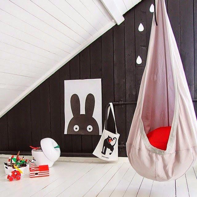 Chambre enfant noir blanc et rouge Mille metres carrés via Nat et nature