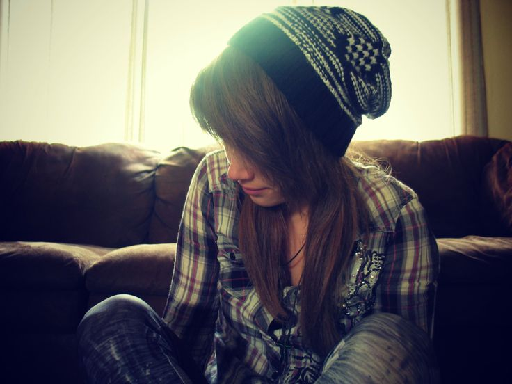 skater girl fashion . casual outft ideas . simple outfits . beanie . flannel . layers . fall outfits