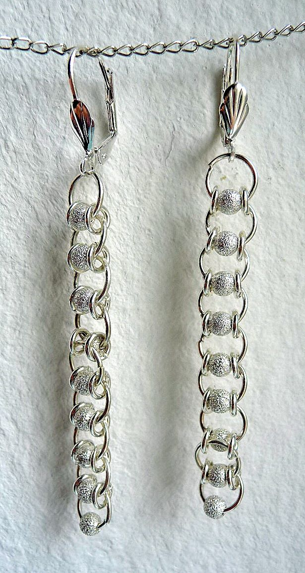 Moderner Schmuck: Chain-maille-Ohrringe nickelfrei versilbert. Preis: 13,00 EUR