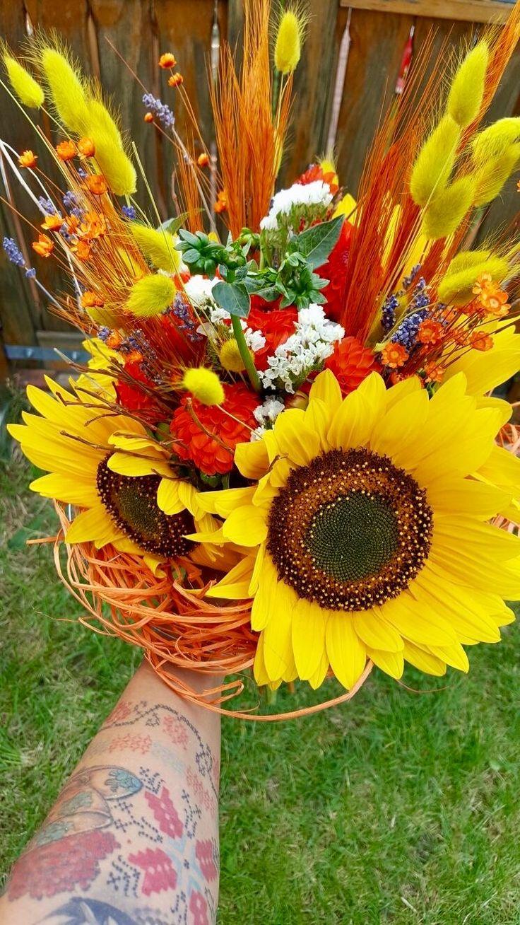 Flori pentru inceputul de an scolar #backtoschool #flowers #bouquet #newstart by Atelier Floristic Aleksandra concept Alexandra Crisan