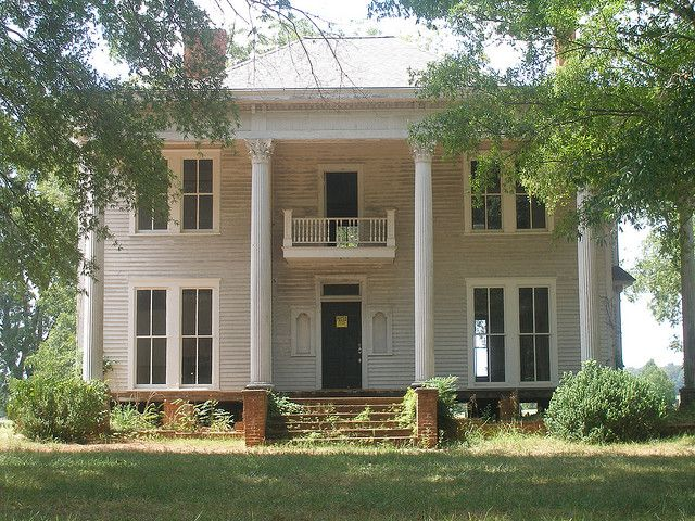 An abandoned planation home in bostwick georgia houses for Colonial style houses for sale