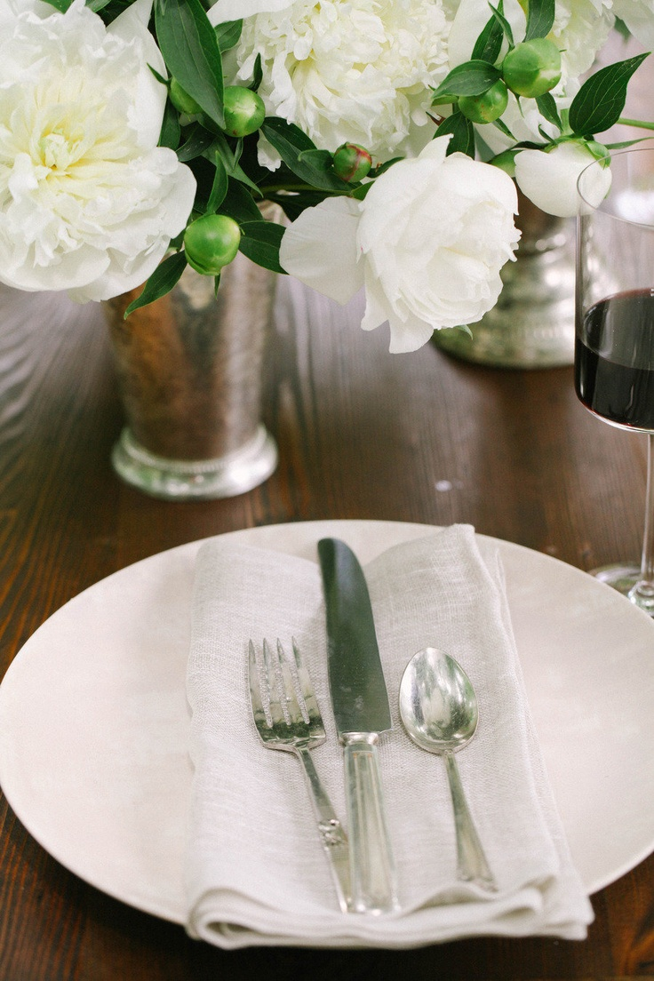 Simple linen napkins. How to Host an Al Fresco Dinner | SMP Living, Read more - http://www.stylemepretty.com/living/2013/06/19/an-al-fresco-dinner-party/
