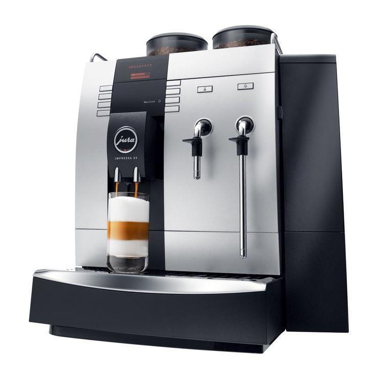 Jura IMPRESSA X9 Platinum iš ENJOY. Kavos aparatas turi du kavos malūnėlius, du antgalius karštam garui ir vandeniui bei kavos pupelių pildymo daviklį.