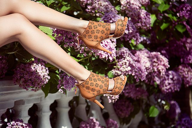 Feel like a star with STARLIGHT brown #star #shoes #style #flowers #fashion