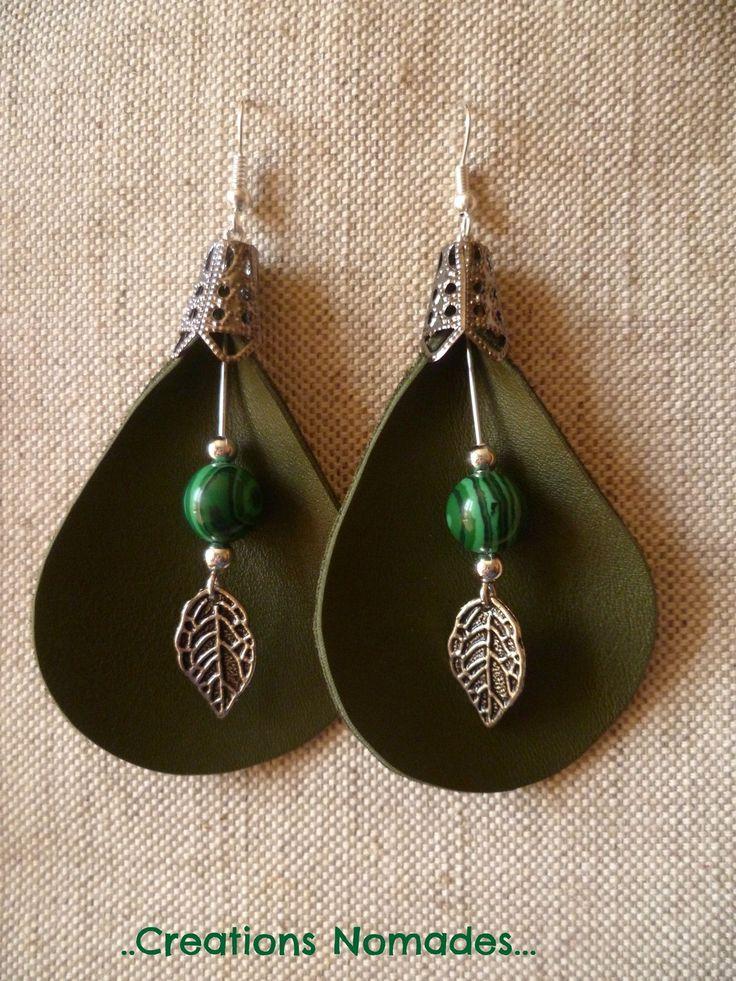 Boucles d'oreille cuir nature - Arum Cuir Vert et Pierres Malachite - : Boucles d'oreille par creations-nomades