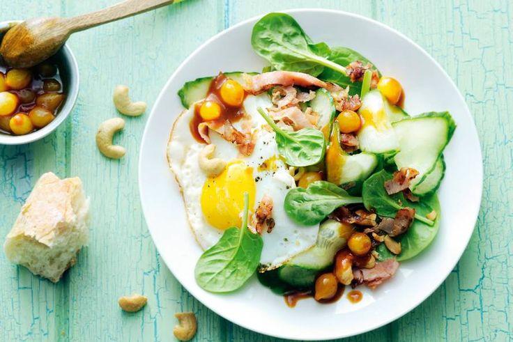 Chique salade met verse spinazie, noten en chutney. En klaar in een kwartier! - Recept - Allerhande