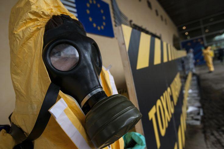 Der Chemie-Konzern hat krebsauslösende organische Chlorverbindungen produziert und verkauft. Dabei waren ihm die Gesundheitsrisiken offenbar bekannt. Jetzt wird der Glyphosat-Hersteller vom US-Staat Washington verklagt.