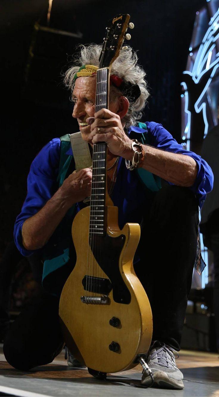 Keith Richards est un musicien, auteur-compositeur, guitariste britannique, cofondateur, en 1962, avec Mick Jagger, Brian Jones et Ian Stewart, du groupe de rock The Rolling Stones.