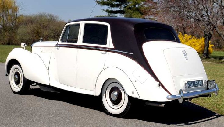 Who wouldn't want to ride in a classic Bentley?? :) http://www.lastingimpressions1.com/ 1.800.583.2233 #LimousineTravel #Limo #Leisure #Travel #Maryland #Pennsylvania #WashingtonDC
