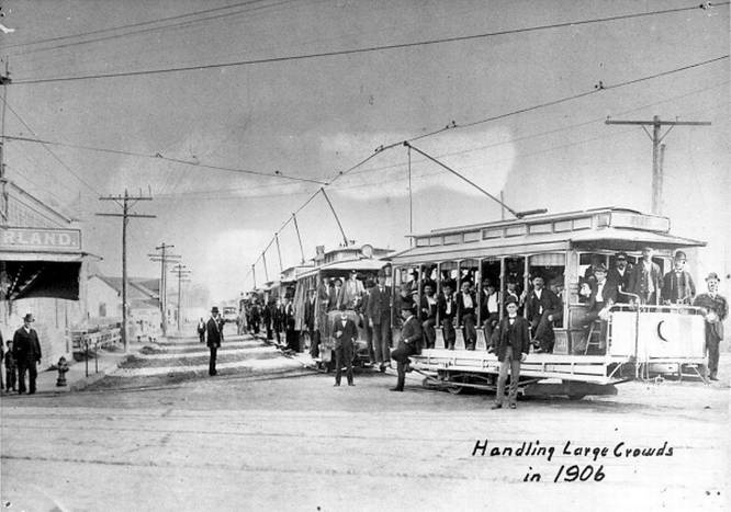 Trolley cars carrying crowds to the 1906 State Fair of Texas. (The Dallas Morning News)