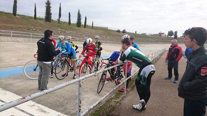 Gran exito de publico en las jornadas para fomentar el deporte base realizadas el pasado sabado por el equipo ciclista Extremadura Bio Racer.