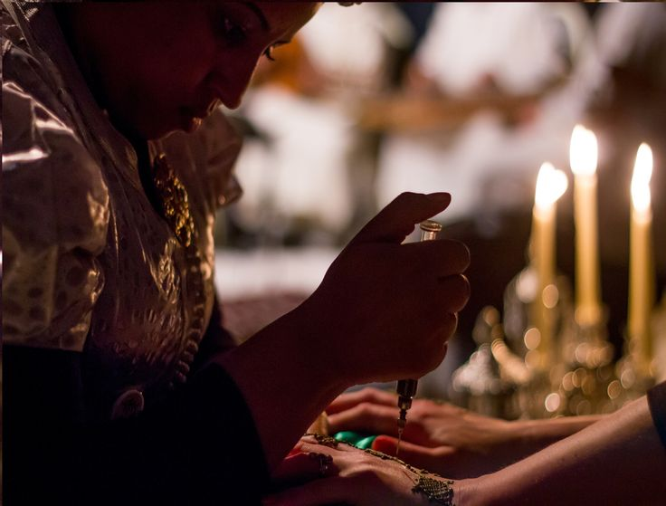 Henna by candlelight before dinner to showcase Moroccan tradition #RoyalMansour #Marrakech #Henna #HandPainting #Tradition #PreDinner