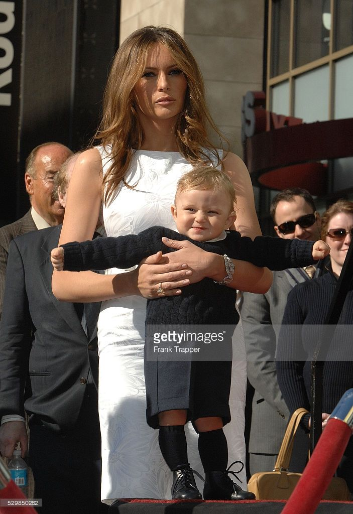 melania-trump-with-baby-son-barron-trump-at-the-ceremony-honoring-her-picture-id529850262 (703×1024)