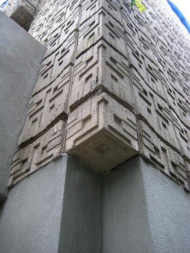 Frank Lloyd Wright. Concrete Block period. Millard House in Pasadena. 1923. bLOCK alternative