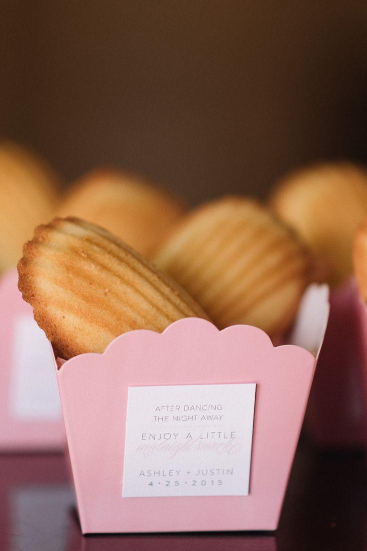 Tasty wedding treats for the evening @weddingchicks