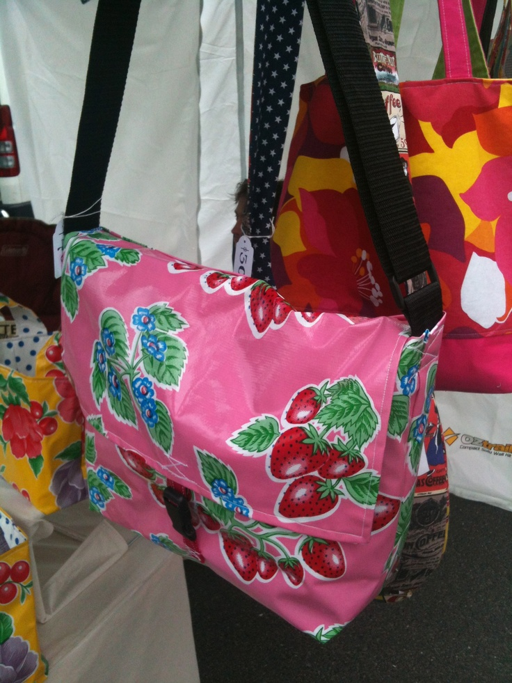 Really cool oilcloth messenger bag that I made. The inside is made with white 'n blue gingham. http://anna-banana.com.au