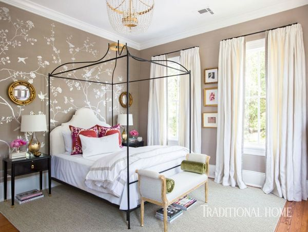 A custom de Gournay wallcovering with 12-karat white gold sets the stage for a feminine sanctuary. - Photo: Brittany Ambridge / Design: Paloma Contreras