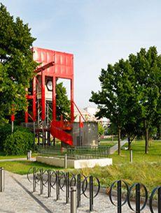 La cité des sciences et de l'industrie est un établissement public de diffusion  de la culture scientifique, technique et industrielle située à Paris, La Villette. La Cité propose expositions, films, conférences et animations pour les enfants et leurs familles.