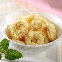 KUE SAGU KELAPA http://www.sajiansedap.com/mobile/detail/13426/kue-sagu-kelapa