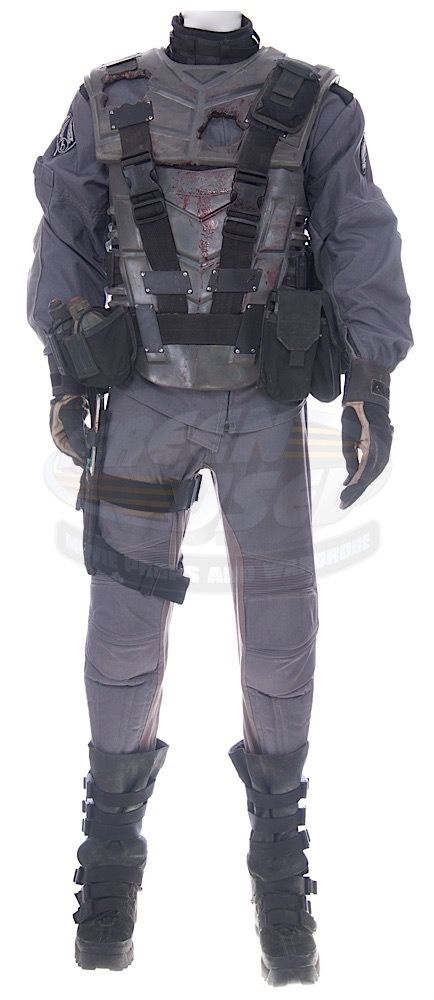 Starship Troopers / Lieutenant Willy's Death Armor (Steven Ford) | ScreenUsed.com