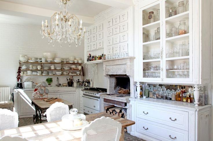 Une cuisine blanche patinée