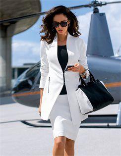 Pencilskirt , Longblazer mit Schalkragen , Armreif, Damen Sonnenbrille mit Kunststoffrahmen , Leder-Handtasche im Kontrastlook