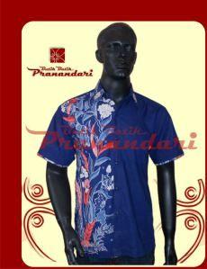 Kemeja biru aplikasi batik Cirebon bunga merah