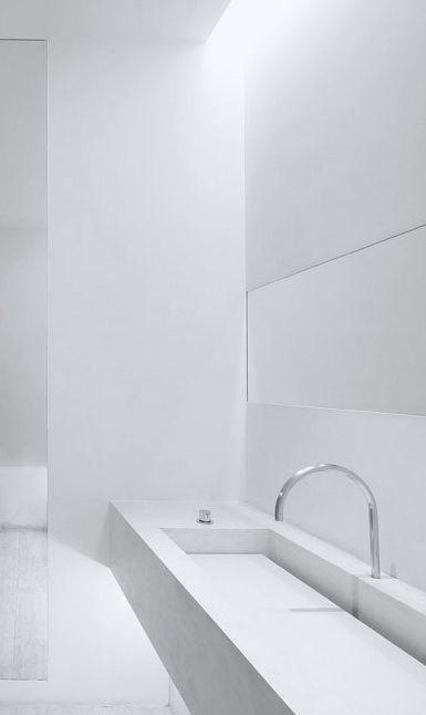 Totally white bathroom - John Pawson