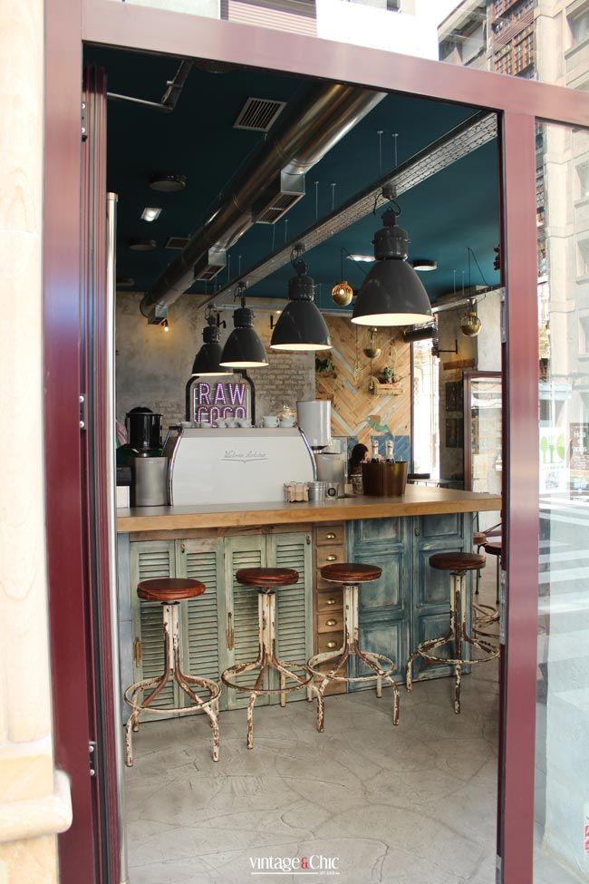 Estilo industrial y alimentos naturales. El Coco Raw Green Bar. Gijón · Industrial style and so much more - Vintage & Chic. Pequeñas historias de decoración · Vintage & Chic. Pequeñas historias de decoración · Blog decoración. Vintage. DIY. Ideas para decorar tu casa