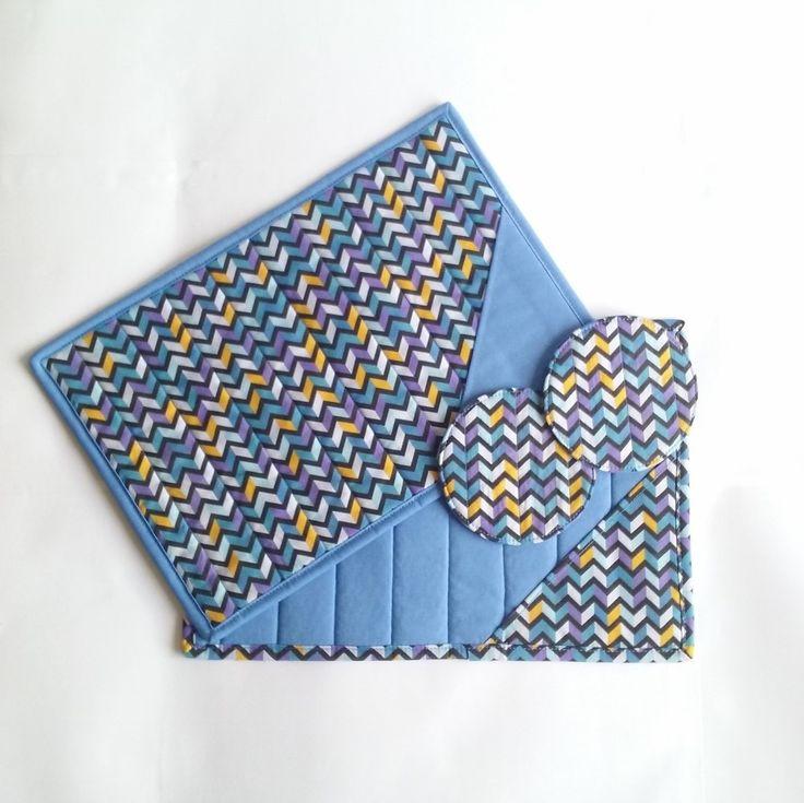 Lindo conjuntinho com 2 Mug Rugs e abafador. Feito em algodão com técnica de patchwork.    Para tornar seu lanche muito mais saboroso.  *Não acompanha caneca, cha ou colher. Apenas para efeito ilustrativo